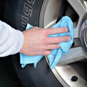 One Tuff™ Durable Absorbent Wiper Cloths Image 2